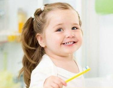 متى يبدأ غسيل أسنان الطفل؟