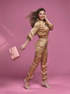 """""""ردتاغ تطرح تشكيلتها من أزياء ربيع وصيف 2021 بالتعاون مع ميريام فارس""""  التشكيلة تأتي كجزء من حملة تعاون مستمرة أطلقتها علامة الموضة والمنتجات المنزلية الرائدة في المنطقة وتتوافر في مجموعة مختارة من المتاجر."""