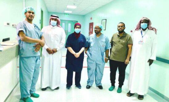 """فريق استشاري بـ""""طبرجل """" ينهي معاناة طفلة من التهاب بالأمعاء"""