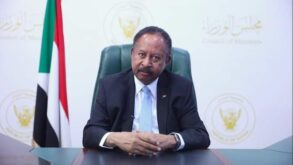 """رئيس وزراء السودان يحدد خارطة طريق للخروج من """"أسوأ وأخطر"""" أزمة تهدد الانتقال"""